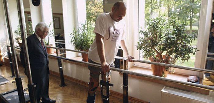 Vuelve a caminar un parapléjico con una terapia pionera