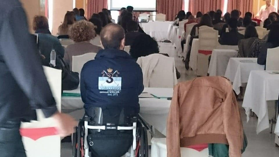 Francisco Zuasti asistiendo a un evento sobre accesibilidad.