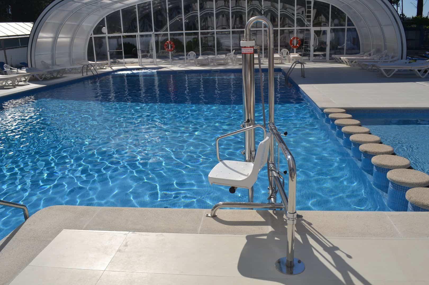 Piscinas accesibles todo disca blog sobre discapacidad y for Escaleras de piscinas para personas mayores