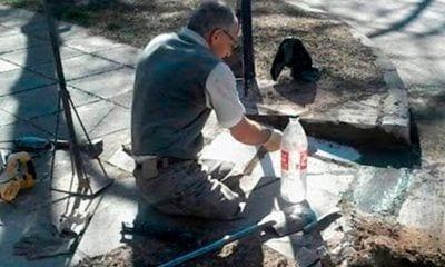usuario en silla de ruedas hace sus propias rampas