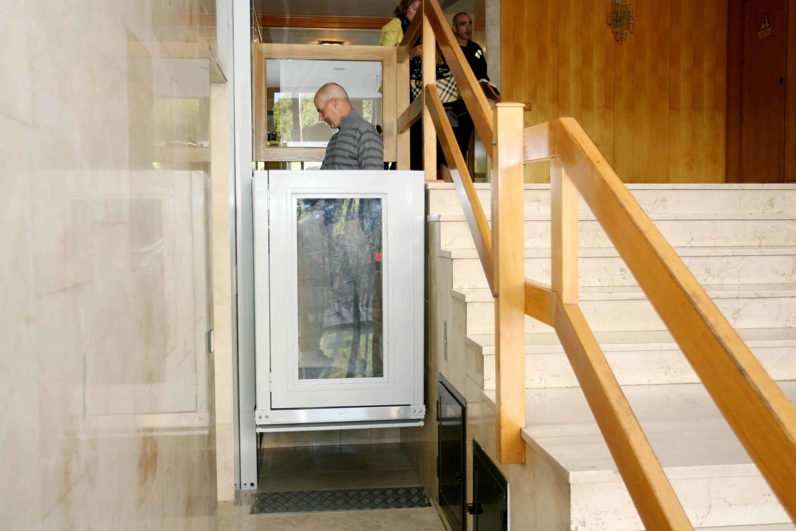 ascensor persona con discpacidad