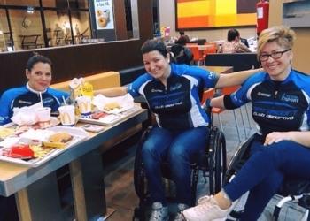 Lydia, Natalia y Vicky excluidas de la Carrera de Mujeres