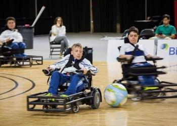 niños en silla de ruedas eléctricas