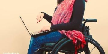 persona con discapacidad dia de internet.