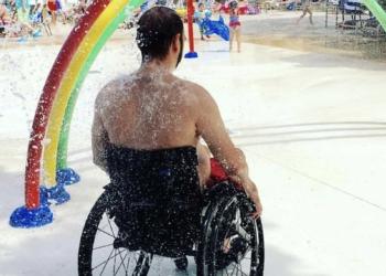 Persona con discapacidad combatiendo la calor