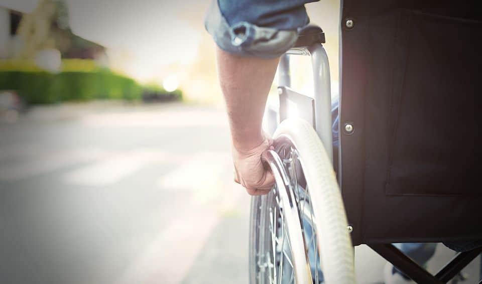 Discapacidad física, silla de ruedas