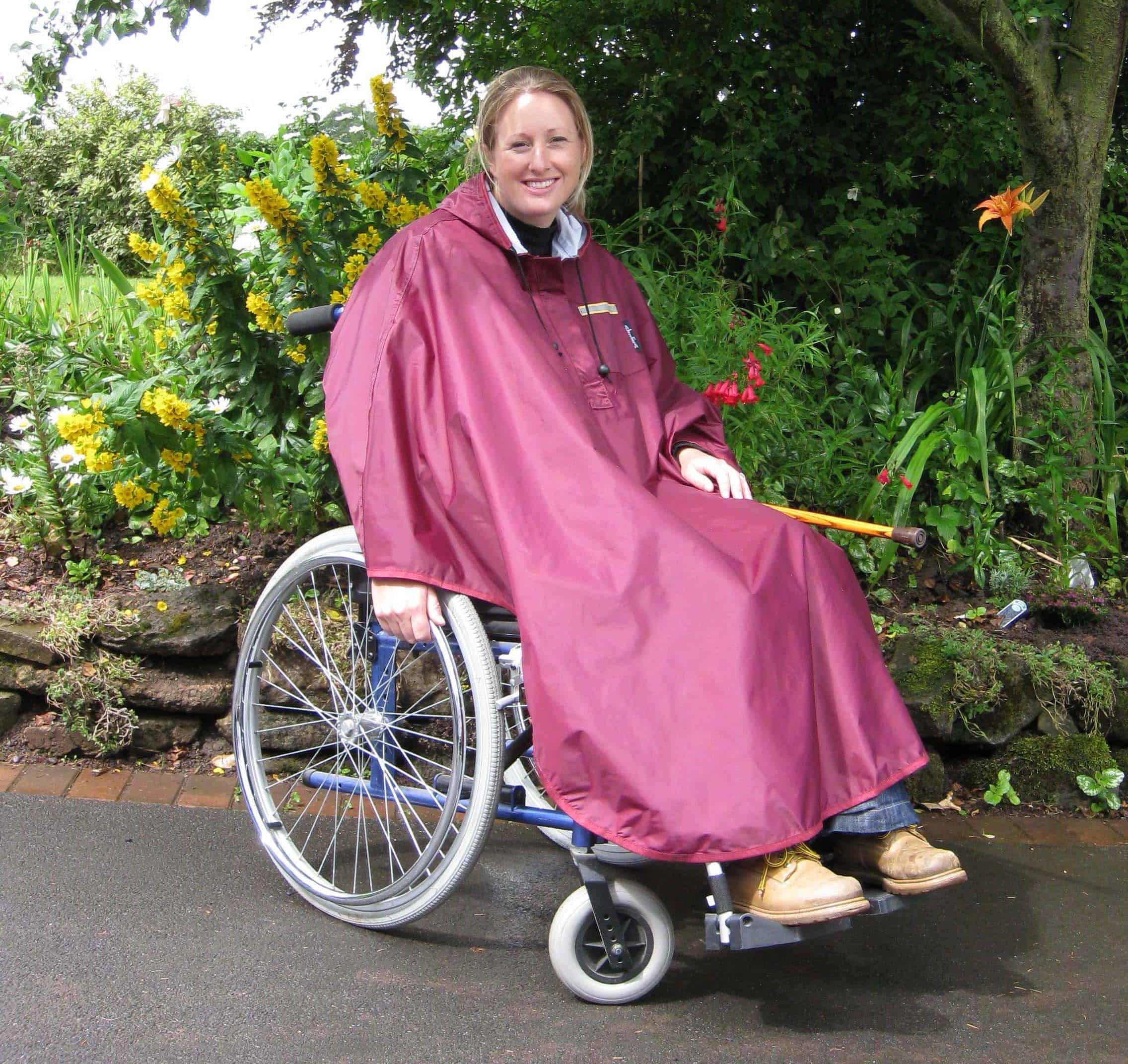 Chubasquero para viajerxs en silla de ruedas