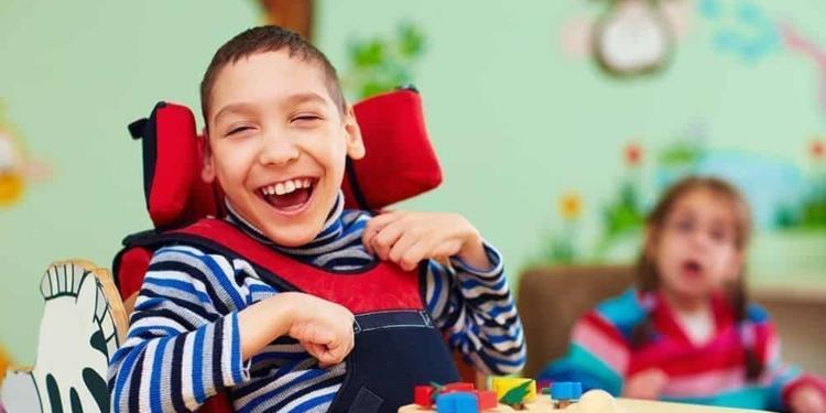 Niño con parálisis cerebral