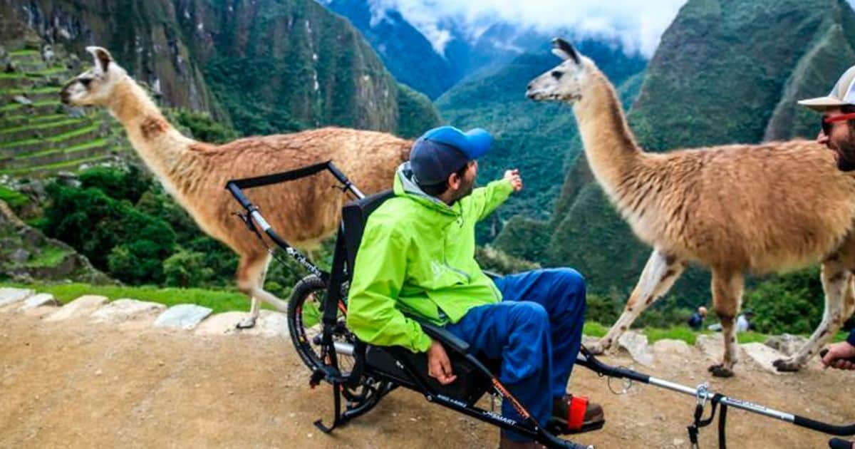 Usuario de silla en Machu Picchu