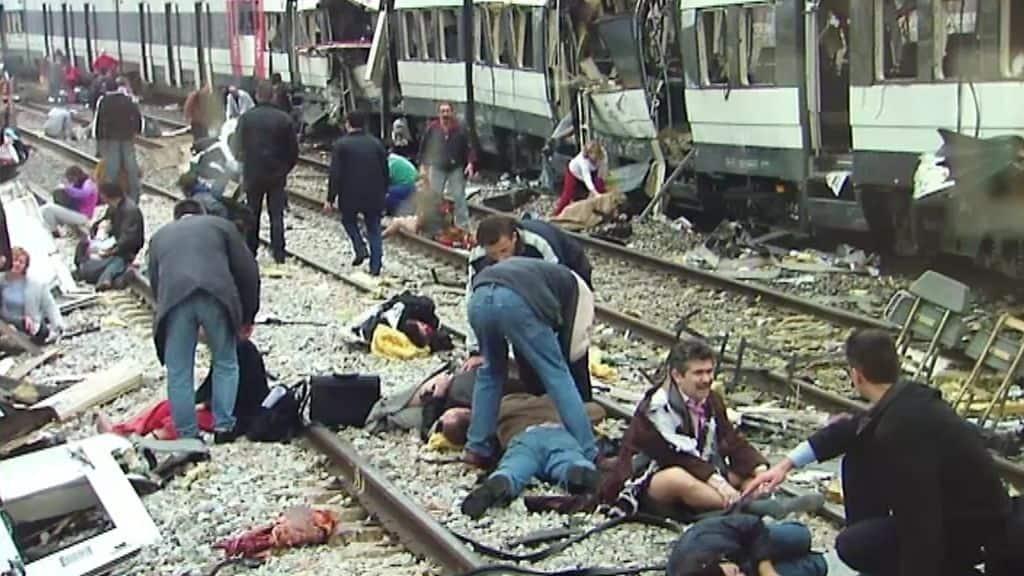 Tren destrozado tras el atentado