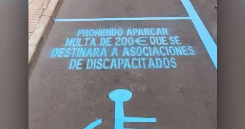 Imagen de una plaza PMR con el texto Plantean que lo recaudado por multas en zonas PMR vaya a fines sociales
