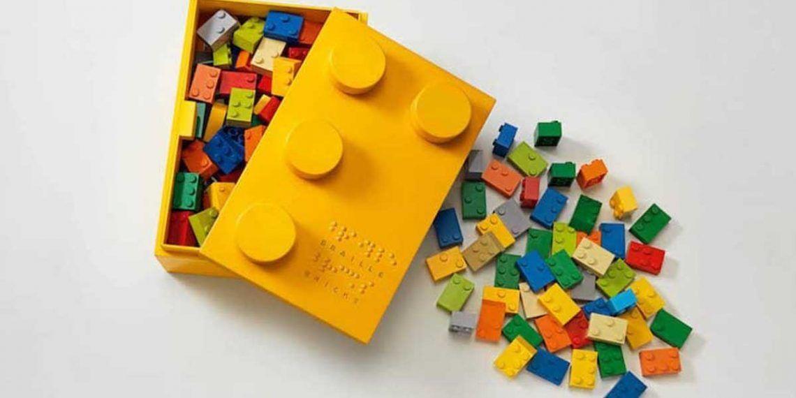 Piezas de Lego con braille