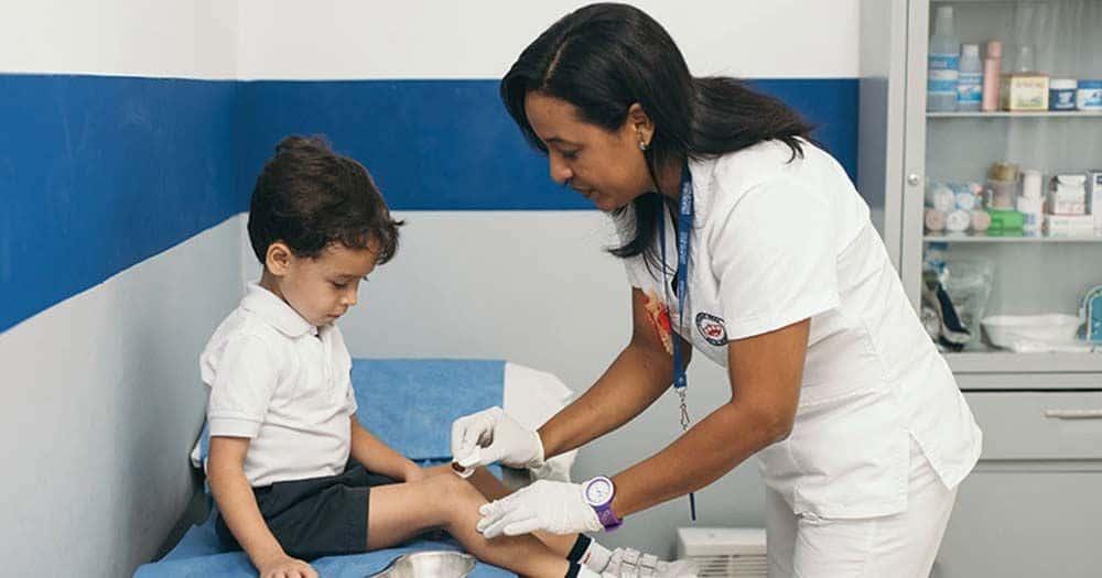 El Consejo General de Enfermería considera una 'necesidad' tener a una enfermera en cada colegio