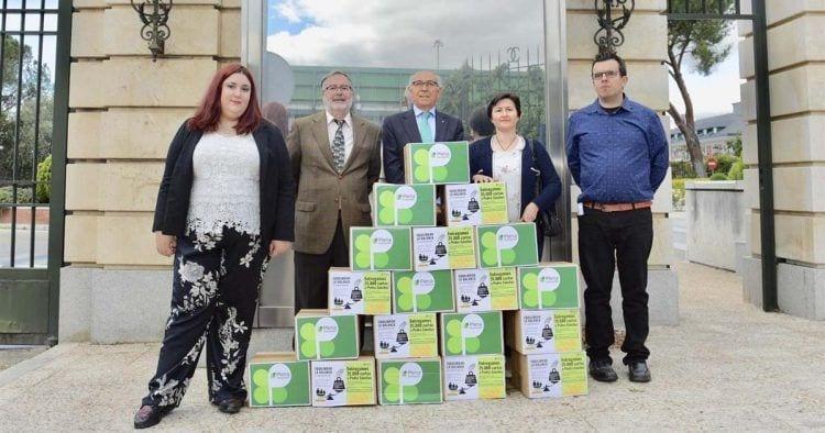 Entregan 25.000 firmas para pedir mejoras de vida para las personas con discapacidad intelectual   Foto de Plena Inclusión