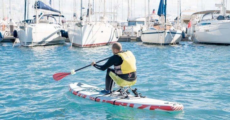 Haciendo Padel surf en silla