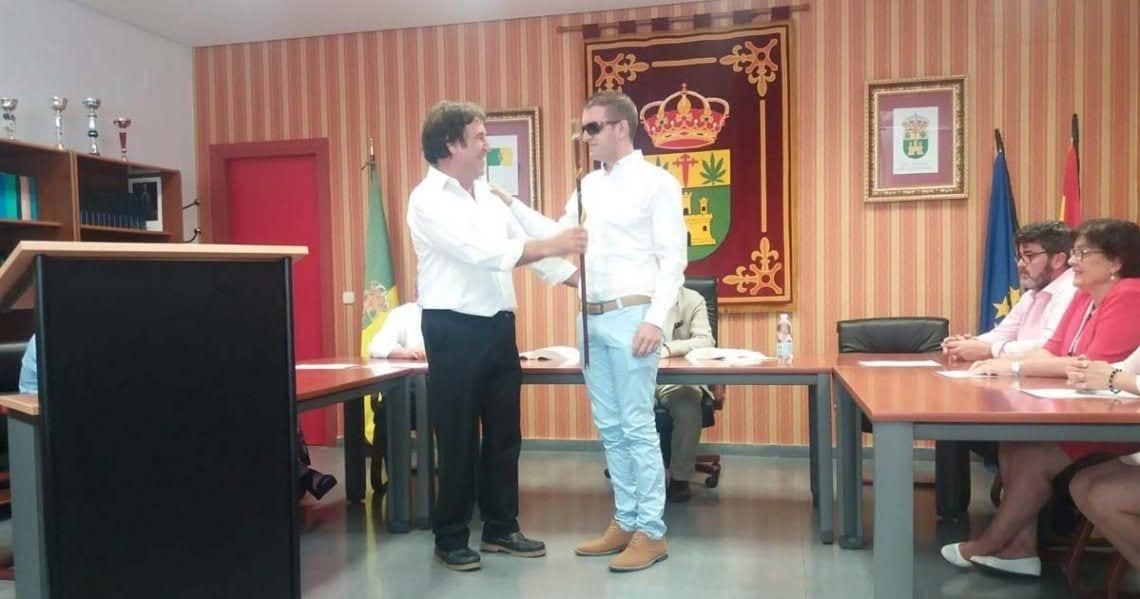 Isidro Sánchez, el alcalde invidente que toma posesión de su cargo