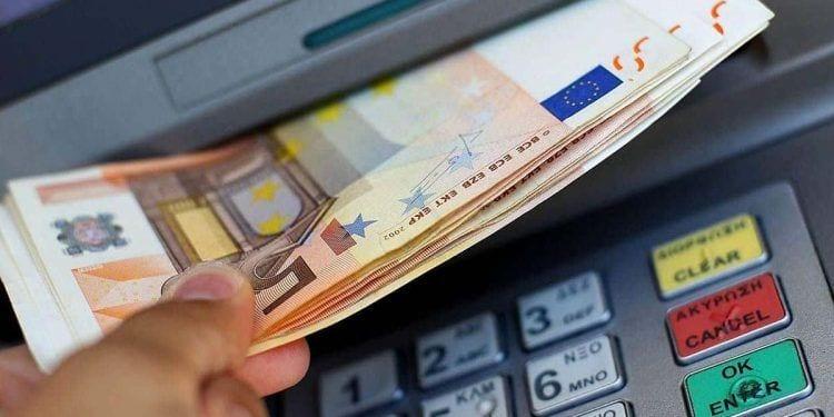 Retirando dinero cajero - paro septiembre
