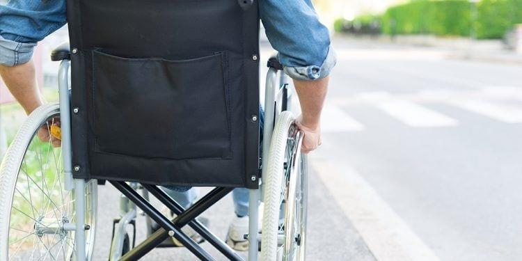Usuario silla de ruedas accesibilidad