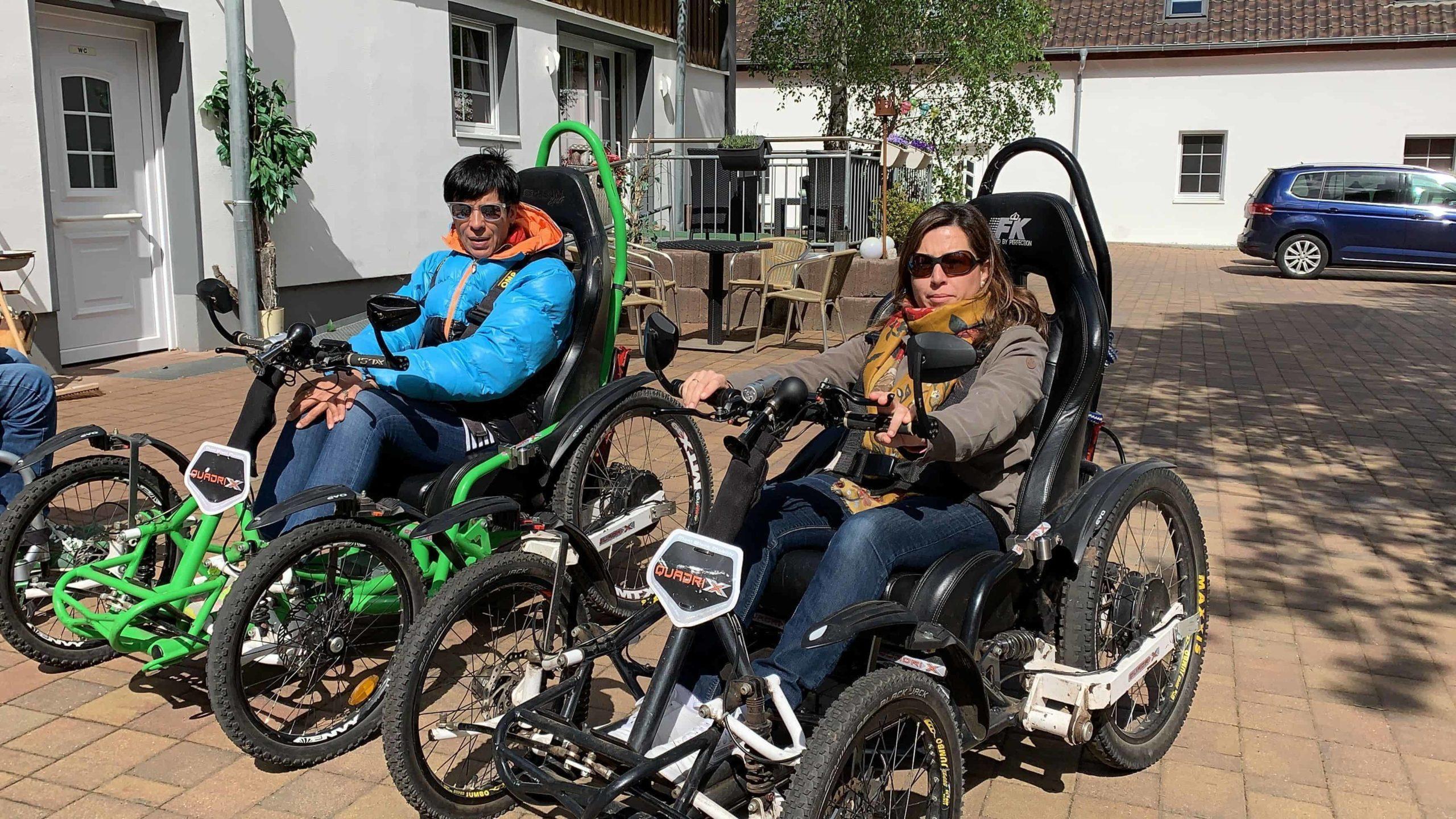 Dos mujeres montada en los Quadrix