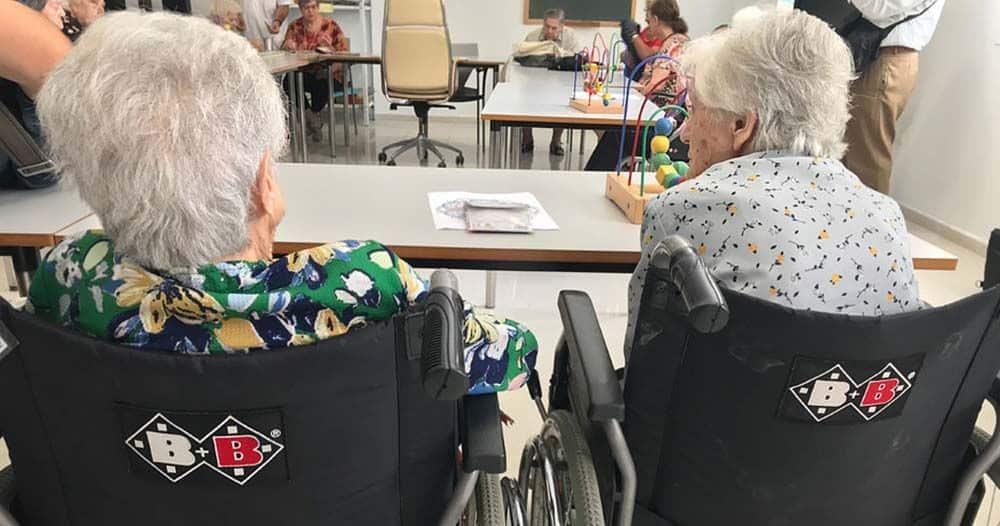 Mujeres mayores en un centro de dependencia