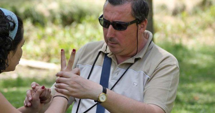 En España hay un total de 2.700 personas sordociegas, de las cuales, un 60% son mayores de 65 años