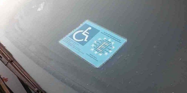Tarjeta de aparcamiento movilidad reducida