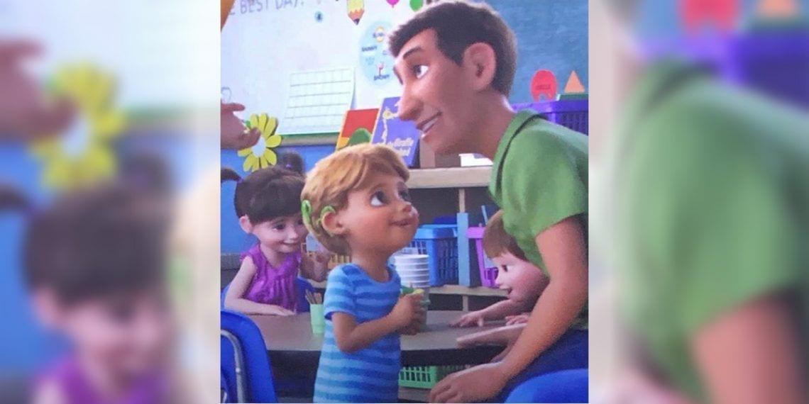 niño con implante coclear en la película Toy Story 4