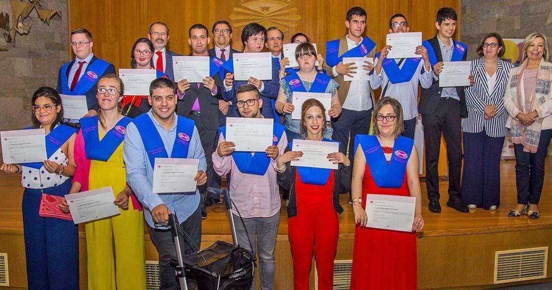 Jóvenes con discapacidad intelectual se gradúan por la Universidad de A Coruña