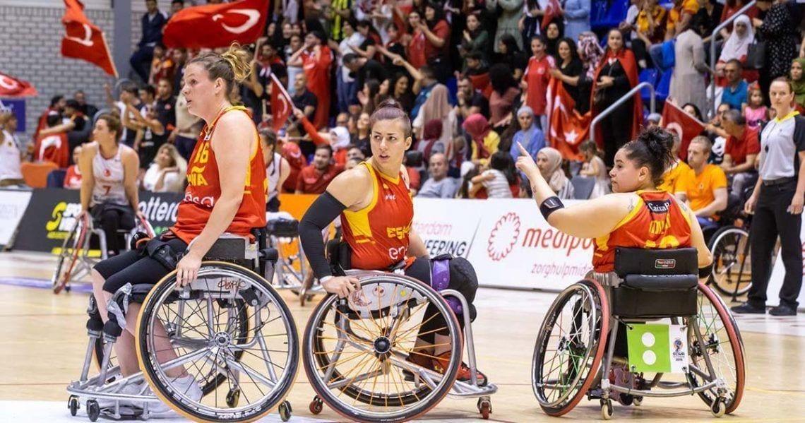 El equipo femenido de España de Baloncesto en silla de ruedas durante el partido ante Turquia