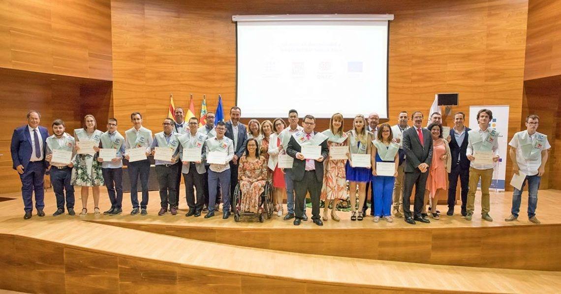 Foto Graduación jovenes con discapacidad Fundación ONCE