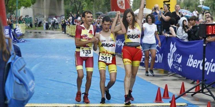 Jorge España se ha convertido en el primer atleta sordociego del mundo en completar un triatlón