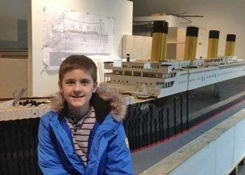 Un niño con autismo construye la maqueta del Titanic