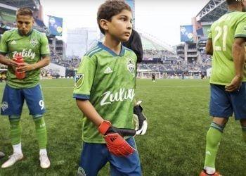 Un pequeño de 8 años con leucemia debuta ante el Borussia Dortmund