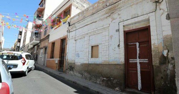 Vivienda en la que habitaban los fallecidos en Las Palmas. | Foto de Elvira Urquijo