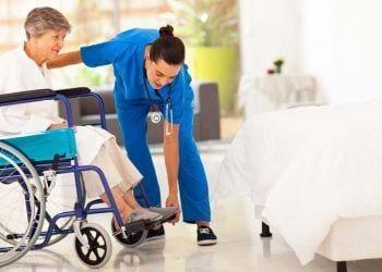 Cuidadora de una persona mayor