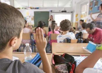 Quieren introducir el lengua de signos en centros educativos