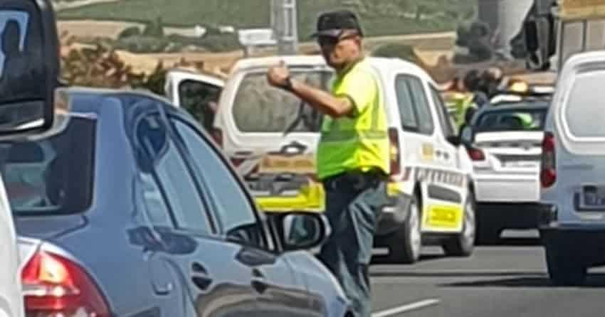 Guardia Civil regulando el tráfico
