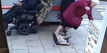 Atropella a dos personas mayores con la silla eléctrica y se da a la fuga