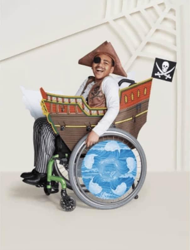 Disfraz de pirata niño y silla de ruedas