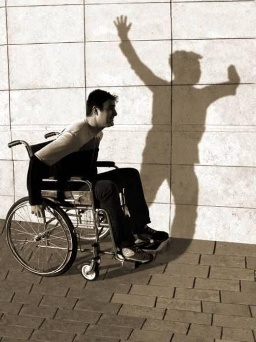 Foto La sombra de una discapacidad de Tamer_ Una de las 33 fotografías premiadas en el World Health Organization Concurso fotográfico Imágenes de salud y discapacidad 2005