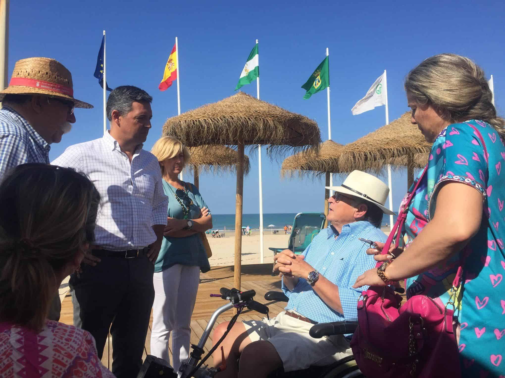 El alcalde de Rota conversando con Paco Vañó