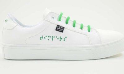 zapatillas blancas con cordones verdes de Timbers