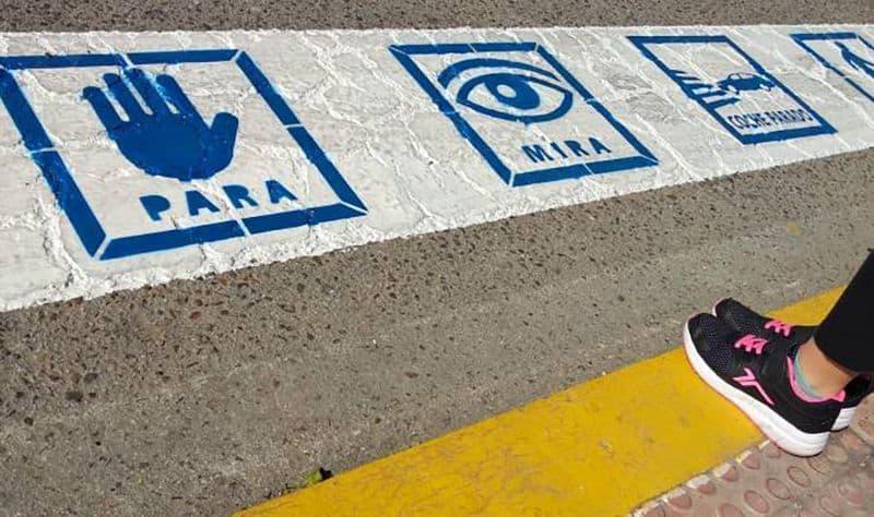 accesibilidad paso de peatones con pictogramas