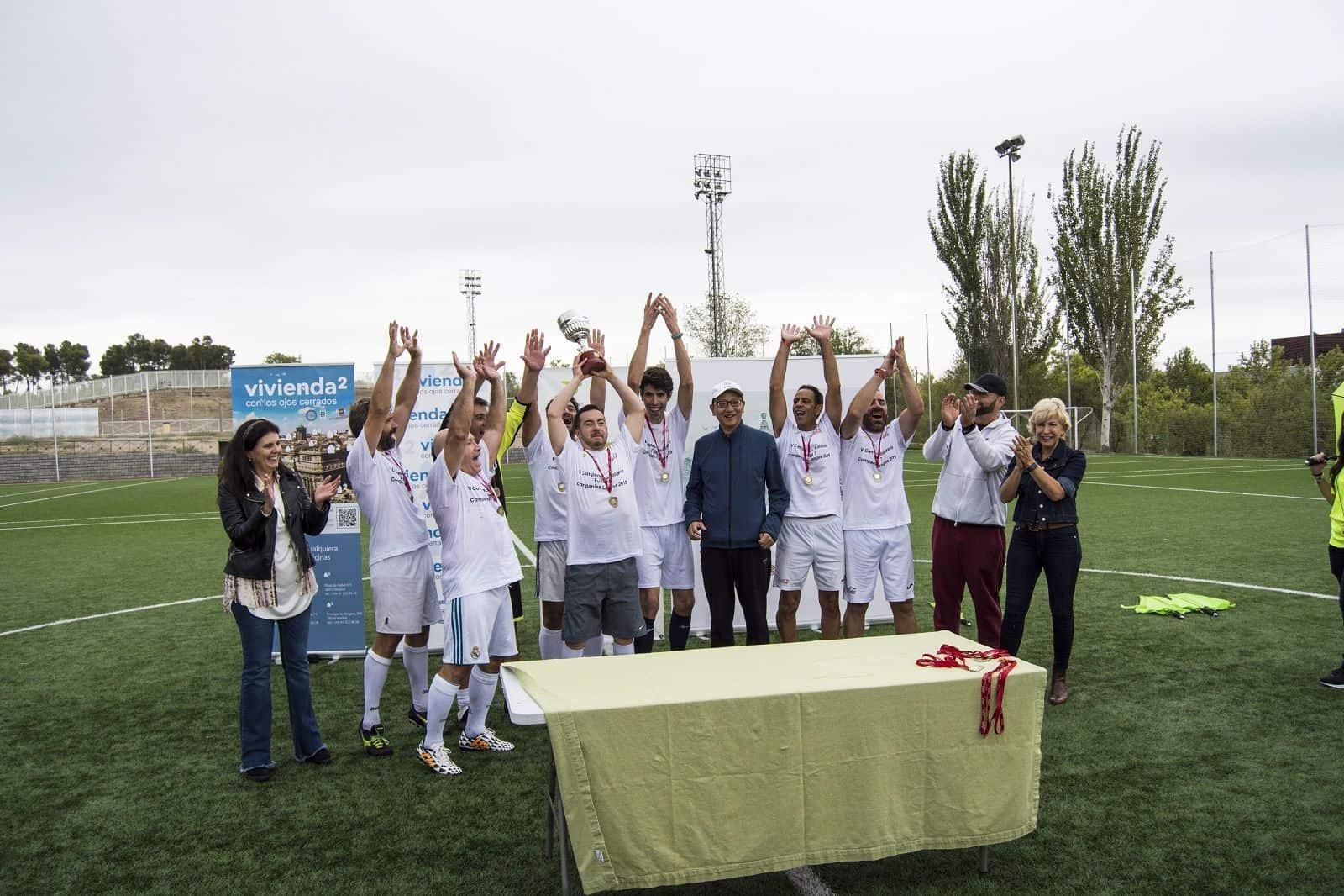 Jugadores celebrando el torneo