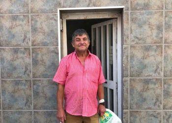 Francisco, en la puerta de su vivienda | Foto de NIUS