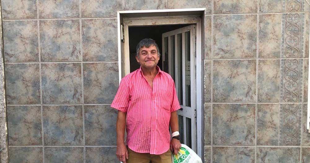 Francisco, en la puerta de su vivienda   Foto de NIUS
