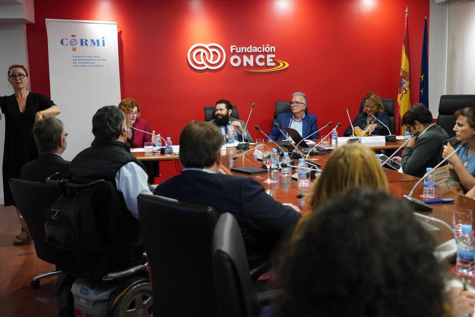 Varios directivos en la sala del Fundación ONCE