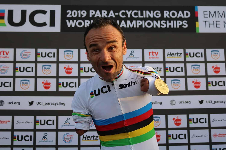 Ricardo Ten con su maillot de arcoiris  | RFEC
