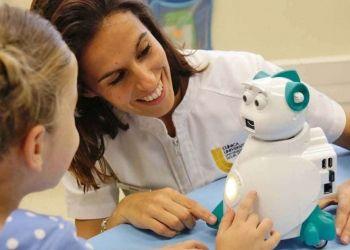 Un robot enseña emociones a niños con autismo