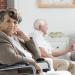 Mujer mayor en un geriatrico dependencia